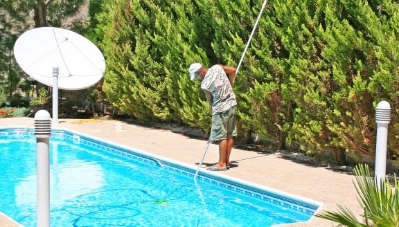 Weekly Pool Service<br>& Pool Maintenance