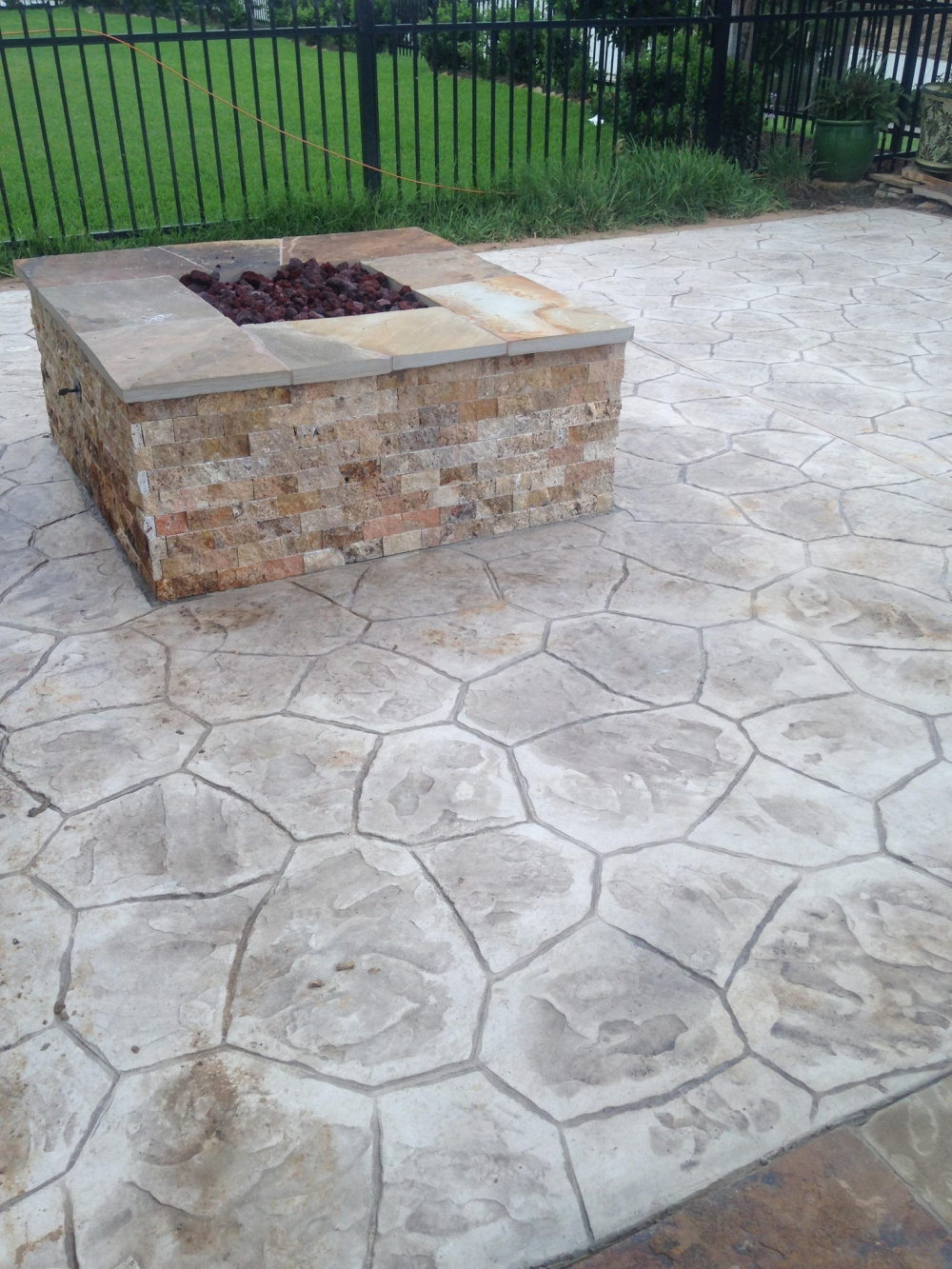 Outdoor Living Gallery League City | Houston Swimming Pool ... on Elite Pools And Outdoor Living id=43958